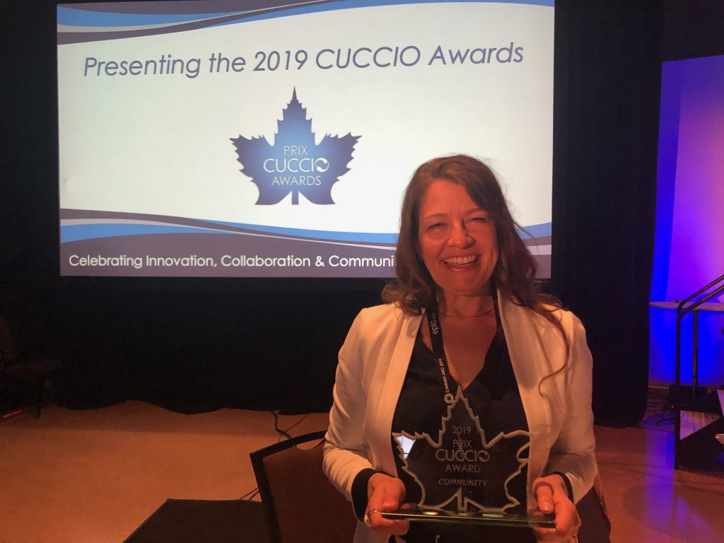 Gayleen Gray with the CUCCIO award